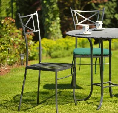 Gartenmöbel Algarve, Gartentisch aus Metall mit Platte aus Streckmetall