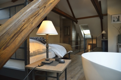 Nachttisch Chamonix mit Holz