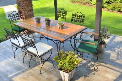 Gartenmöbel  im Stil eines klassischen französischen Möbels