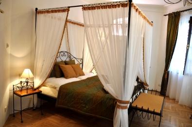 Bett Malaga romantisch mit Himmel