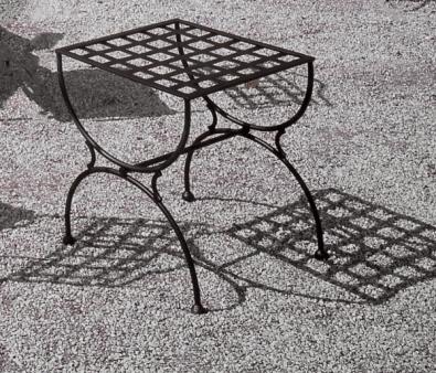 Hocker aus Schmiedeeisen im Stil eines klassischen französischen Möbels